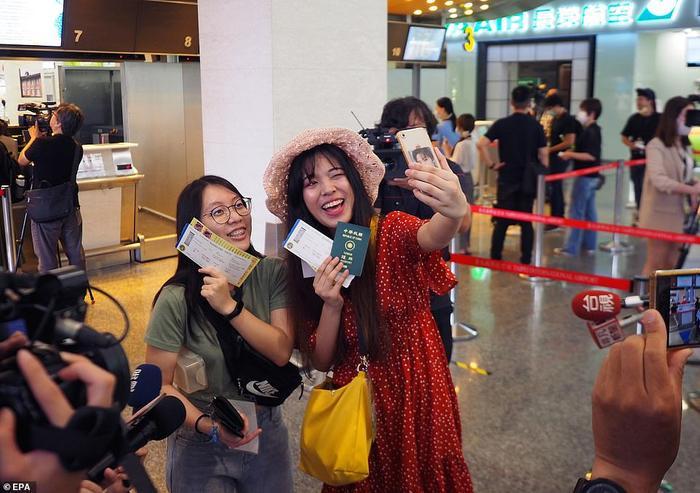 Dịch vụ 'bay giả' giải cơn khát du lịch cho hành khách Ảnh 1