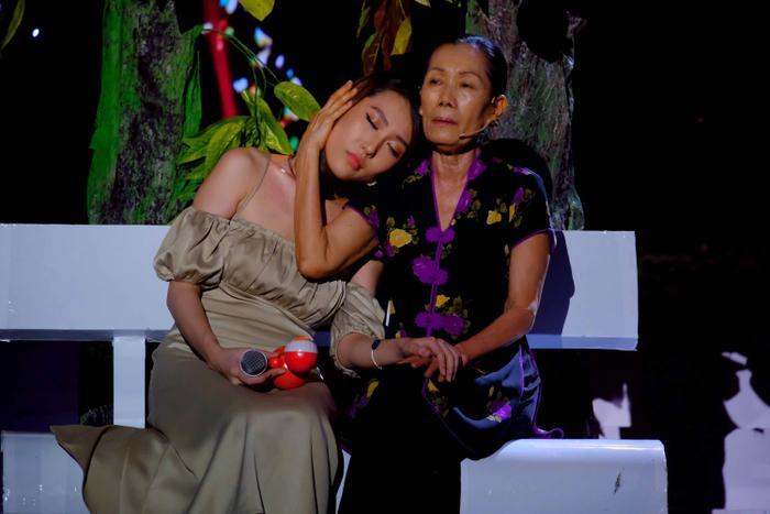 Hoa hậu Hoàng Kim tiết lộ chuyện thần tượng diễn viên Quách Ngọc Ngoan: 'Anh Ngoan là người đàn ông hiếm có của showbiz Việt' Ảnh 2
