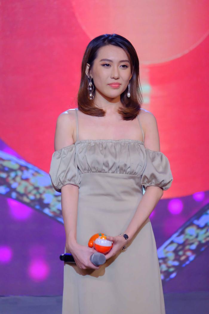 Hoa hậu Hoàng Kim tiết lộ chuyện thần tượng diễn viên Quách Ngọc Ngoan: 'Anh Ngoan là người đàn ông hiếm có của showbiz Việt' Ảnh 1