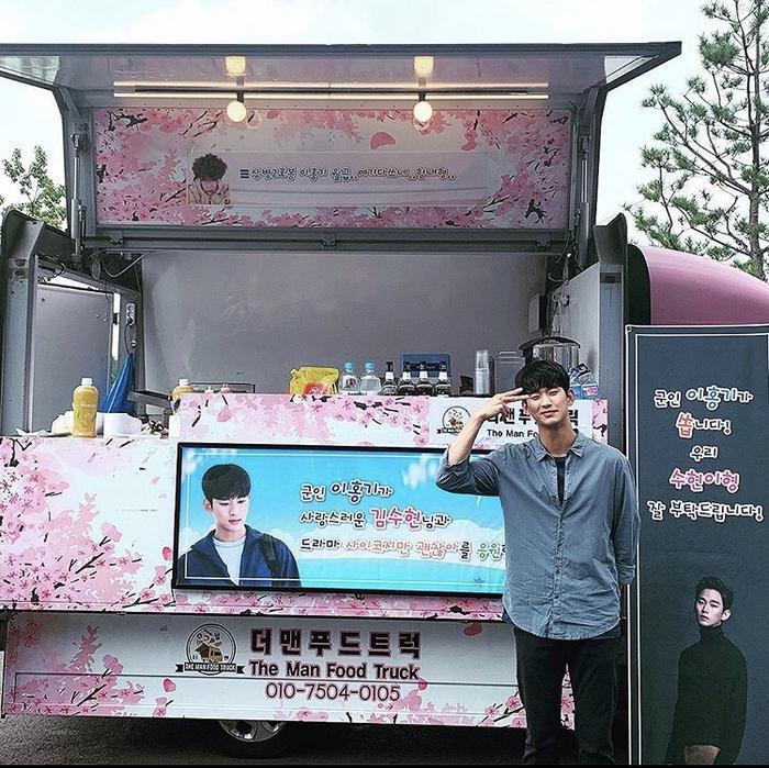 Lee Hong Ki gửi quà ủng hộ Kim Soo Hyun và phim 'Điên thì có sao' Ảnh 2