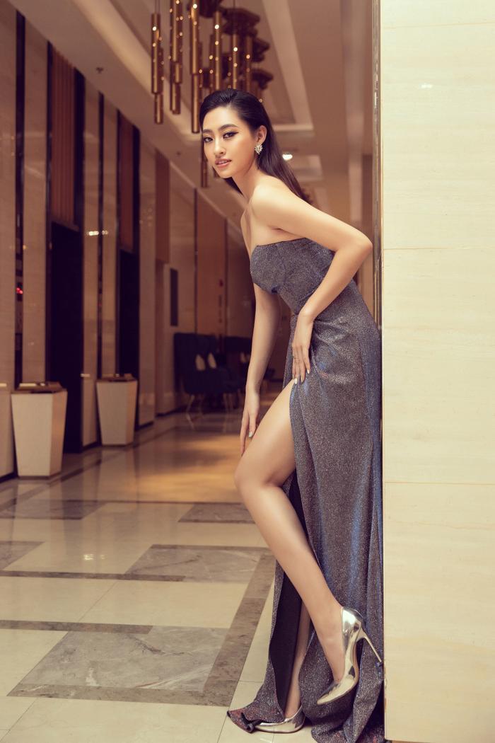 Hoa hậu Lương Thuỳ Linh đội vương miện 3 tỷ khoe nhan sắc 'vạn người mê' chấm thi sắc đẹp Ảnh 8