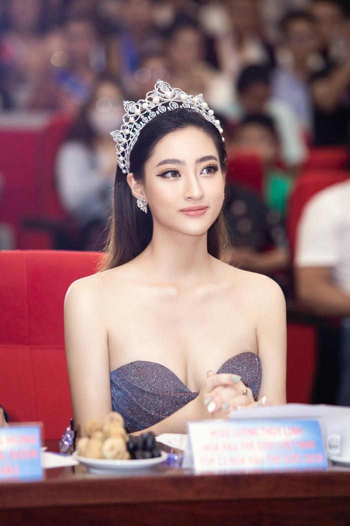 Hoa hậu Lương Thuỳ Linh đội vương miện 3 tỷ khoe nhan sắc 'vạn người mê' chấm thi sắc đẹp Ảnh 3
