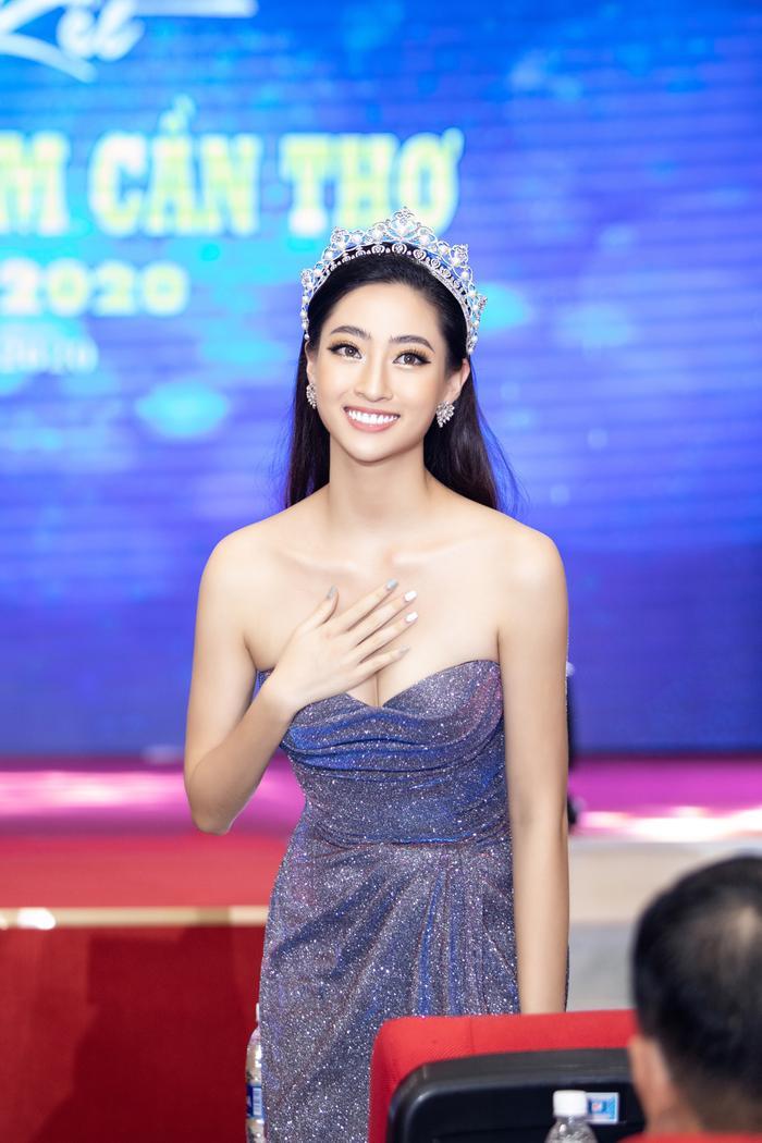 Hoa hậu Lương Thuỳ Linh đội vương miện 3 tỷ khoe nhan sắc 'vạn người mê' chấm thi sắc đẹp Ảnh 2