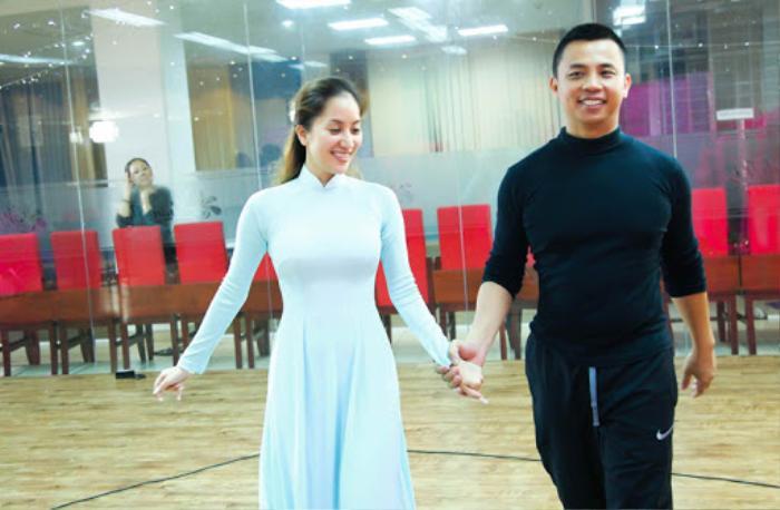 Khánh Thi - Chí Anh kể chuyện sự nghiệp 17 năm: Từng đi làm thuê, nhặt pha lê trên sàn đấu để may trang phục biểu diễn Ảnh 3