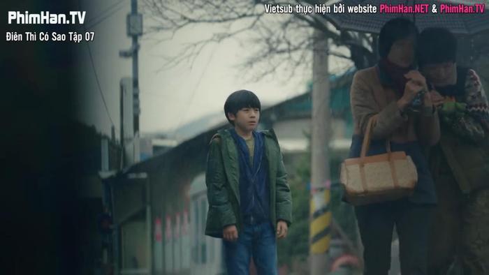 Điên thì có sao: Seo Ye Ji tự ví như 'chú chó mùa xuân', thoát khỏi xiềng xích bằng cách tự cắt đi mái tóc 'ma ám' của mình Ảnh 3