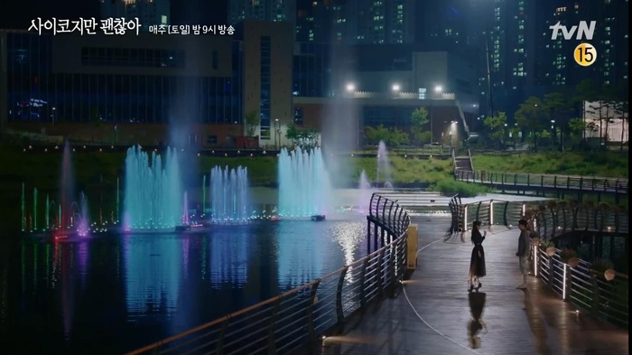 Điên thì có sao: Seo Ye Ji tự ví như 'chú chó mùa xuân', thoát khỏi xiềng xích bằng cách tự cắt đi mái tóc 'ma ám' của mình Ảnh 1