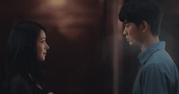 Điên thì có sao: Seo Ye Ji tự ví như 'chú chó mùa xuân', thoát khỏi xiềng xích bằng cách tự cắt đi mái tóc 'ma ám' của mình Ảnh 14