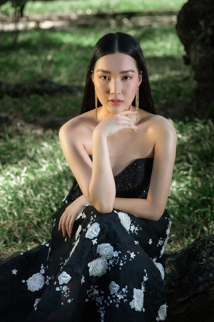 'Nàng thơ xứ Huế' Ngọc Trân cuốn hút với nét mơ màng trong loạt váy áo e ấp