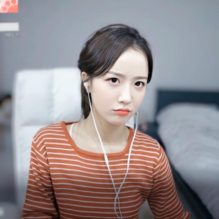Sở hữu nhan sắc cực phẩm, streamer Hàn Quốc nhận hơn 8 tỷ đồng chỉ nhờ khoảnh khắc buộc tóc Ảnh 9