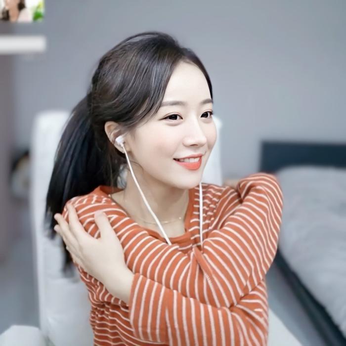Sở hữu nhan sắc cực phẩm, streamer Hàn Quốc nhận hơn 8 tỷ đồng chỉ nhờ khoảnh khắc buộc tóc Ảnh 8