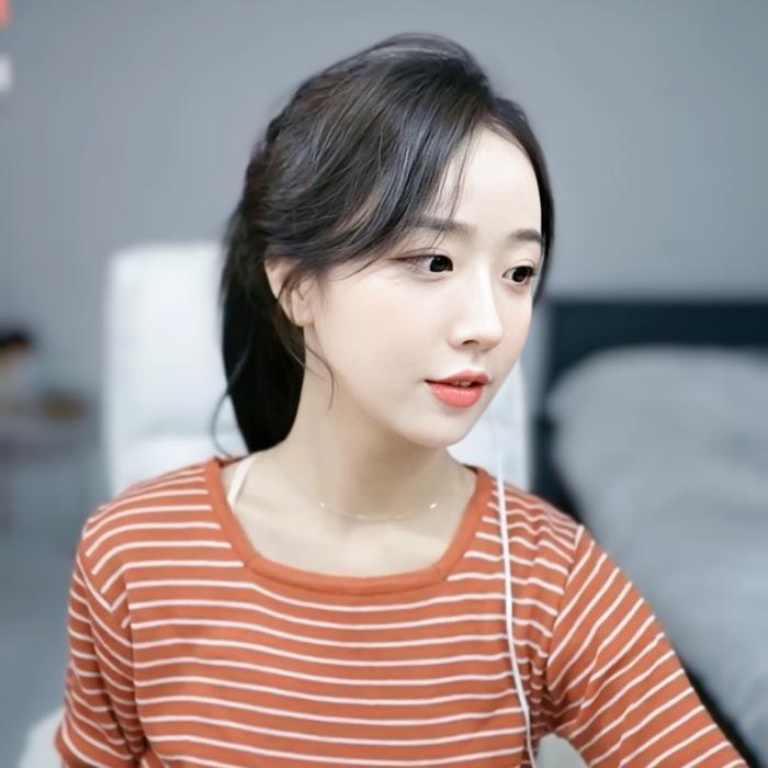 Sở hữu nhan sắc cực phẩm, streamer Hàn Quốc nhận hơn 8 tỷ đồng chỉ nhờ khoảnh khắc buộc tóc Ảnh 4
