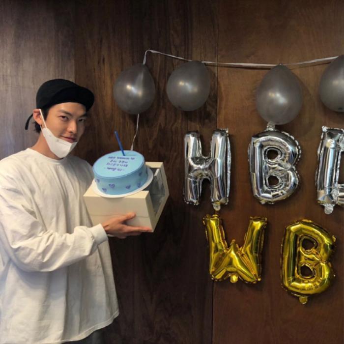 Kim Woo Bin mừng sinh nhật tuổi 32 bên 'chị đẹp' Shin Min Ah? Ảnh 2