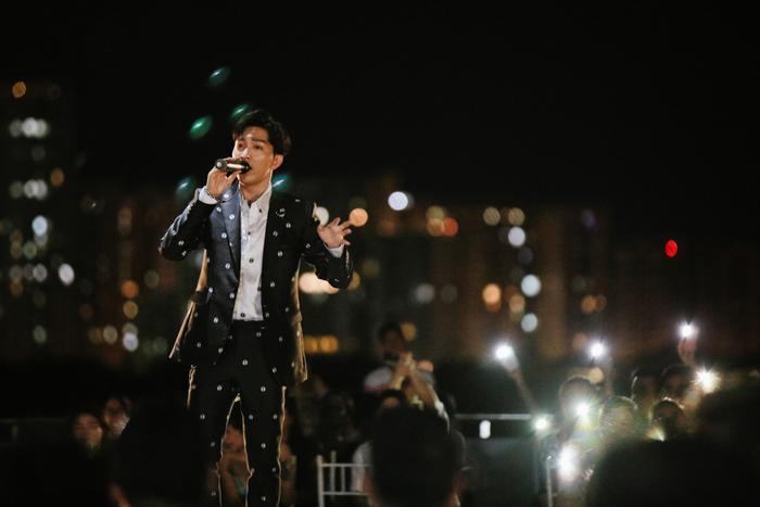 Từ chàng trai hát cover, Tăng Phúc 'phá đảo thế giới ảo' và giờ đây có hẳn live concert trên tầng thượng Ảnh 9