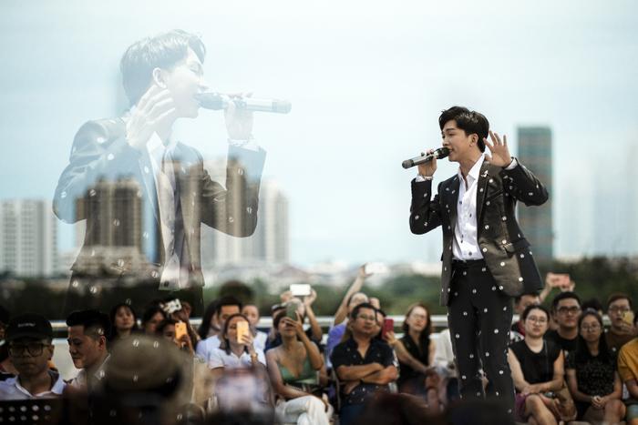 Từ chàng trai hát cover, Tăng Phúc 'phá đảo thế giới ảo' và giờ đây có hẳn live concert trên tầng thượng Ảnh 4