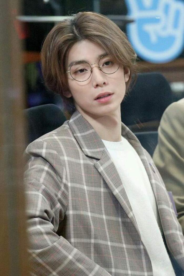 20 idol nam Kpop trở thành cực phẩm khi đeo mắt kính: Người ấy là ai? Ảnh 5