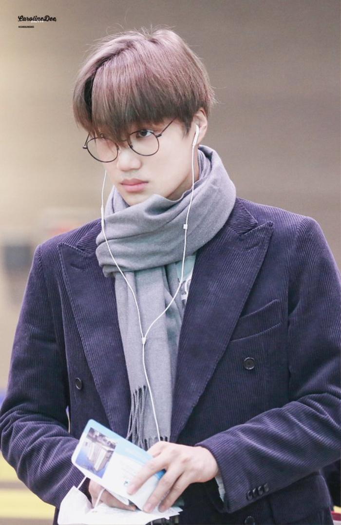 20 idol nam Kpop trở thành cực phẩm khi đeo mắt kính: Người ấy là ai? Ảnh 9