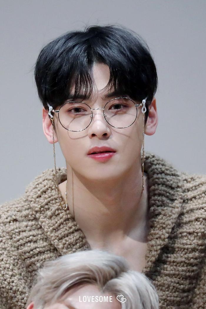 20 idol nam Kpop trở thành cực phẩm khi đeo mắt kính: Người ấy là ai? Ảnh 40