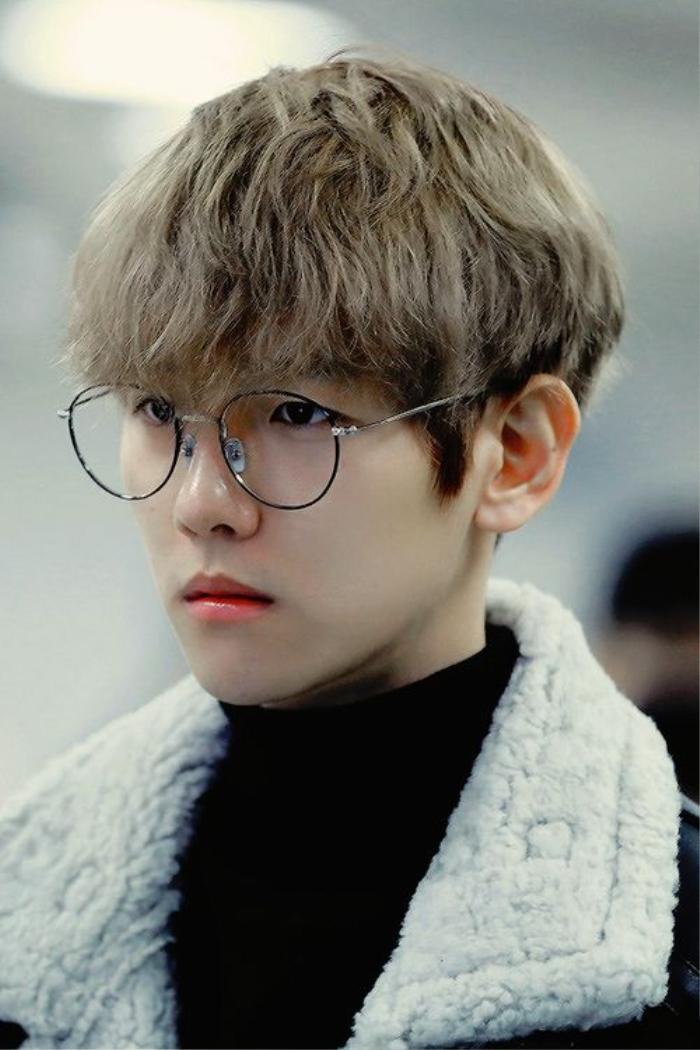 20 idol nam Kpop trở thành cực phẩm khi đeo mắt kính: Người ấy là ai? Ảnh 32