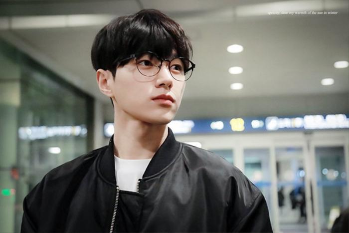 20 idol nam Kpop trở thành cực phẩm khi đeo mắt kính: Người ấy là ai? Ảnh 23
