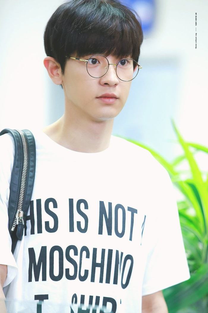 20 idol nam Kpop trở thành cực phẩm khi đeo mắt kính: Người ấy là ai? Ảnh 15