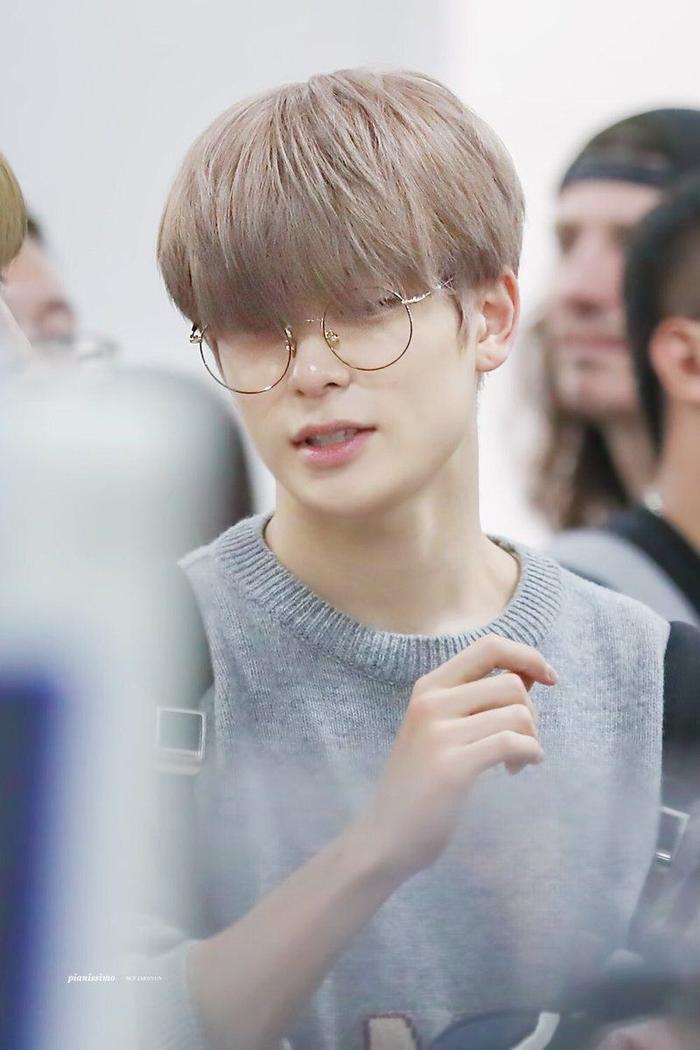 20 idol nam Kpop trở thành cực phẩm khi đeo mắt kính: Người ấy là ai? Ảnh 3