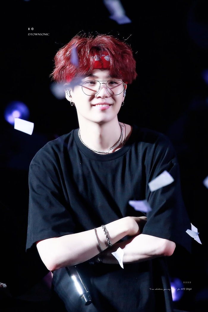 20 idol nam Kpop trở thành cực phẩm khi đeo mắt kính: Người ấy là ai? Ảnh 14
