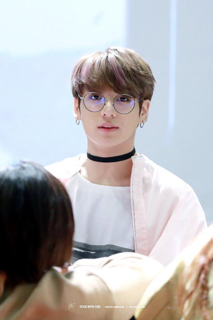 20 idol nam Kpop trở thành cực phẩm khi đeo mắt kính: Người ấy là ai? Ảnh 11