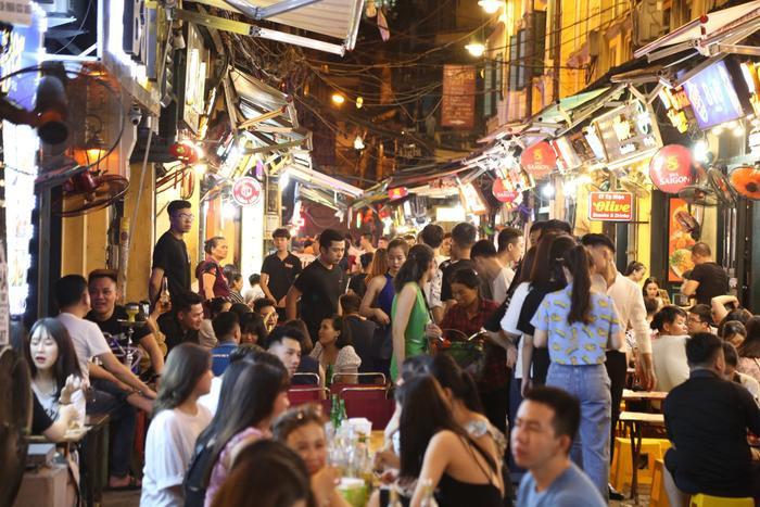 Chủ tịch Hội Du lịch cộng đồng Việt Nam: 'Sau 18h khách không biết phải làm gì, thiếu dịch vụ phục vụ du lịch về đêm' Ảnh 8