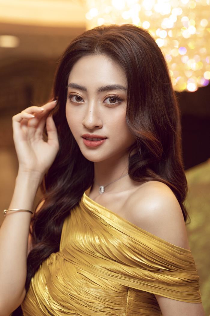 Lương Thùy Linh tung váy đẹp mắt khoe chân dài 1m22, diện trang sức tinh tế nhưng giá khủng đến 1.3 tỷ Ảnh 5