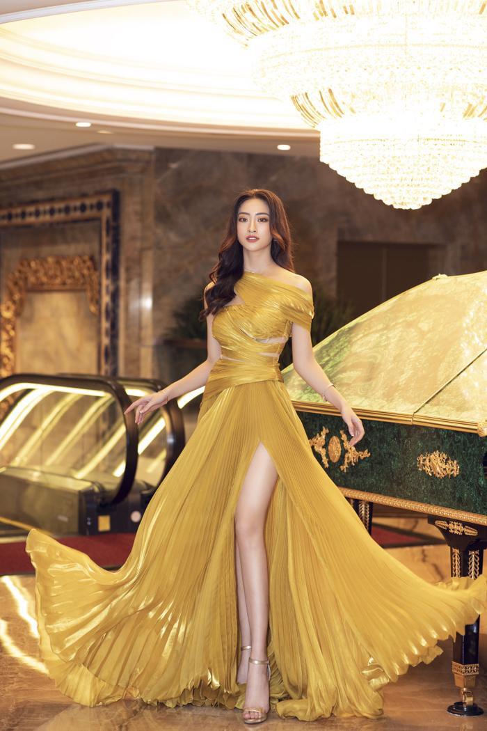 Lương Thùy Linh tung váy đẹp mắt khoe chân dài 1m22, diện trang sức tinh tế nhưng giá khủng đến 1.3 tỷ Ảnh 11