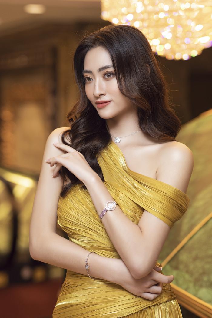 Lương Thùy Linh tung váy đẹp mắt khoe chân dài 1m22, diện trang sức tinh tế nhưng giá khủng đến 1.3 tỷ Ảnh 2