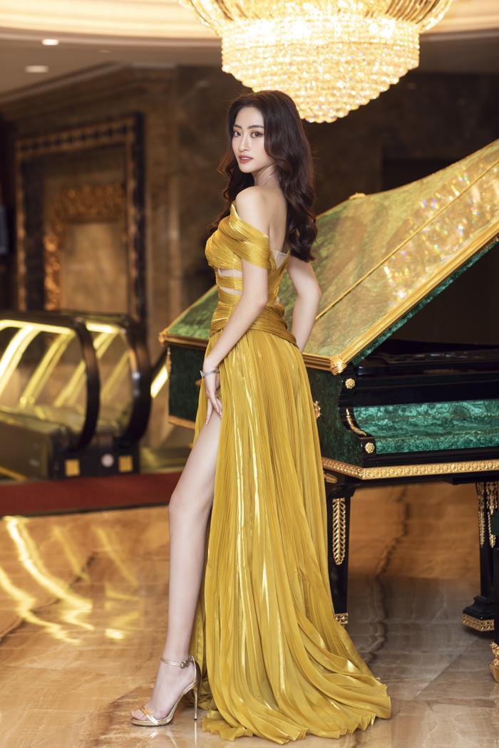 Lương Thùy Linh tung váy đẹp mắt khoe chân dài 1m22, diện trang sức tinh tế nhưng giá khủng đến 1.3 tỷ Ảnh 8