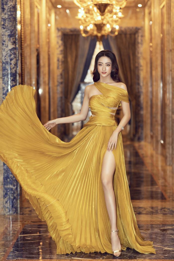 Lương Thùy Linh tung váy đẹp mắt khoe chân dài 1m22, diện trang sức tinh tế nhưng giá khủng đến 1.3 tỷ Ảnh 7