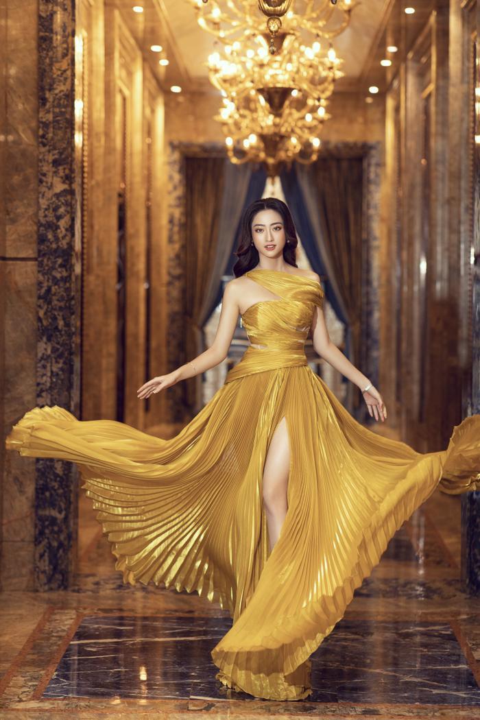 Lương Thùy Linh tung váy đẹp mắt khoe chân dài 1m22, diện trang sức tinh tế nhưng giá khủng đến 1.3 tỷ Ảnh 4