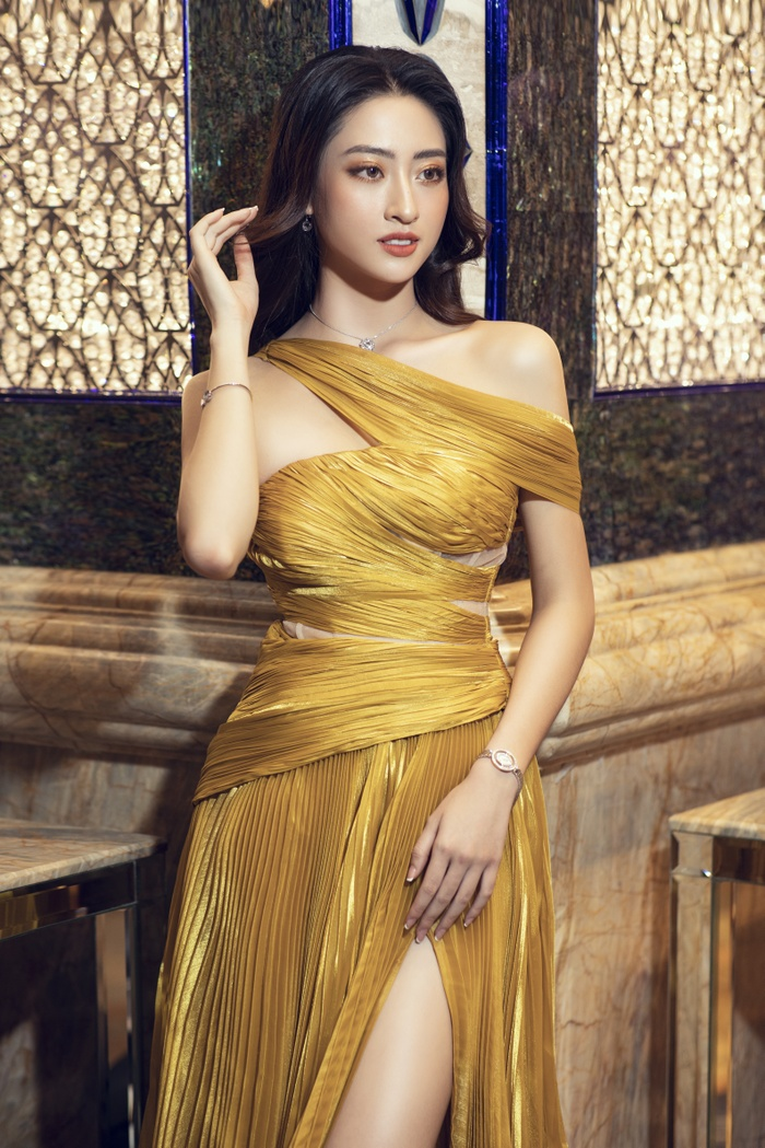 Lương Thùy Linh tung váy đẹp mắt khoe chân dài 1m22, diện trang sức tinh tế nhưng giá khủng đến 1.3 tỷ Ảnh 9