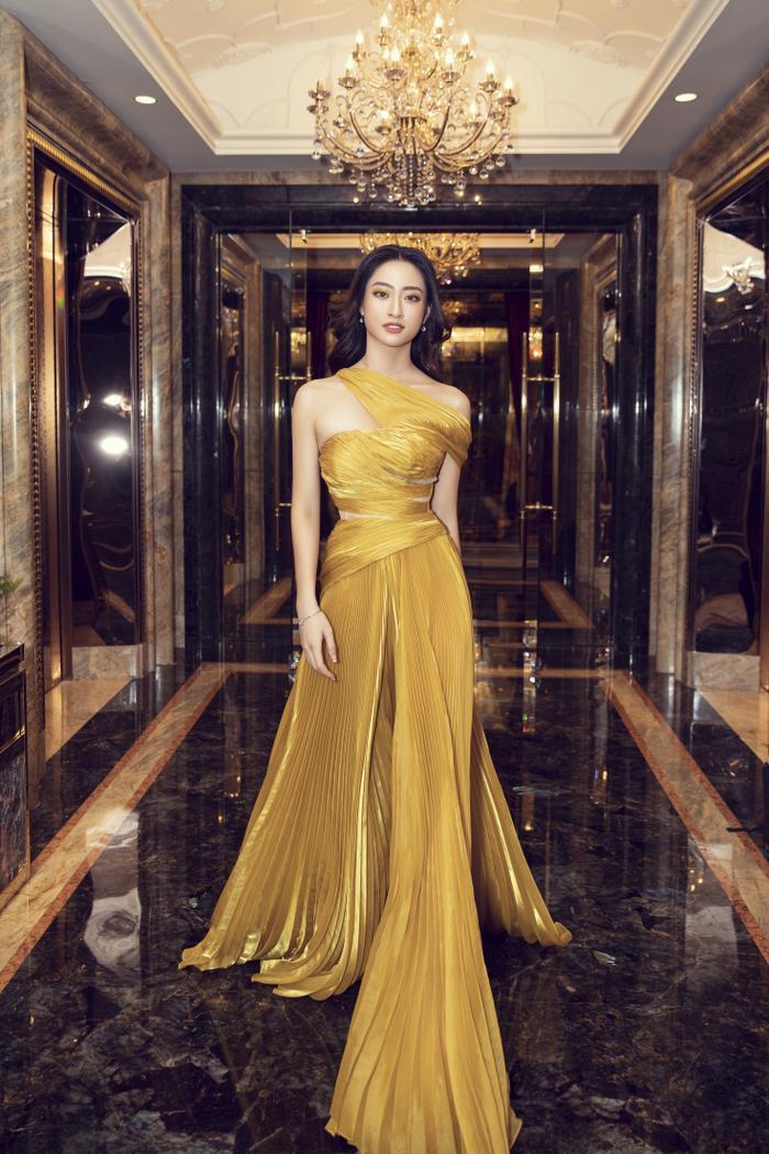 Lương Thùy Linh tung váy đẹp mắt khoe chân dài 1m22, diện trang sức tinh tế nhưng giá khủng đến 1.3 tỷ Ảnh 10