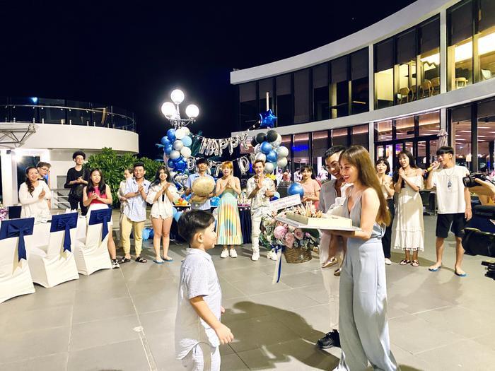 Vợ chồng Khánh Thi làm sinh nhật hoành tráng cho con trai ở resort 5 sao Ảnh 11