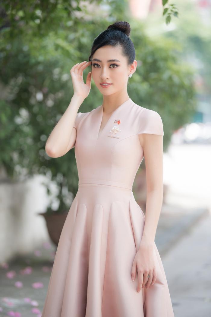 Hoa hậu Lương Thùy Linh đẹp thanh lịch tuyên truyền thông điệp cộng đồng ý nghĩa Ảnh 10