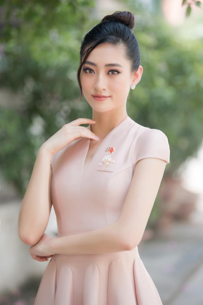 Hoa hậu Lương Thùy Linh đẹp thanh lịch tuyên truyền thông điệp cộng đồng ý nghĩa Ảnh 8
