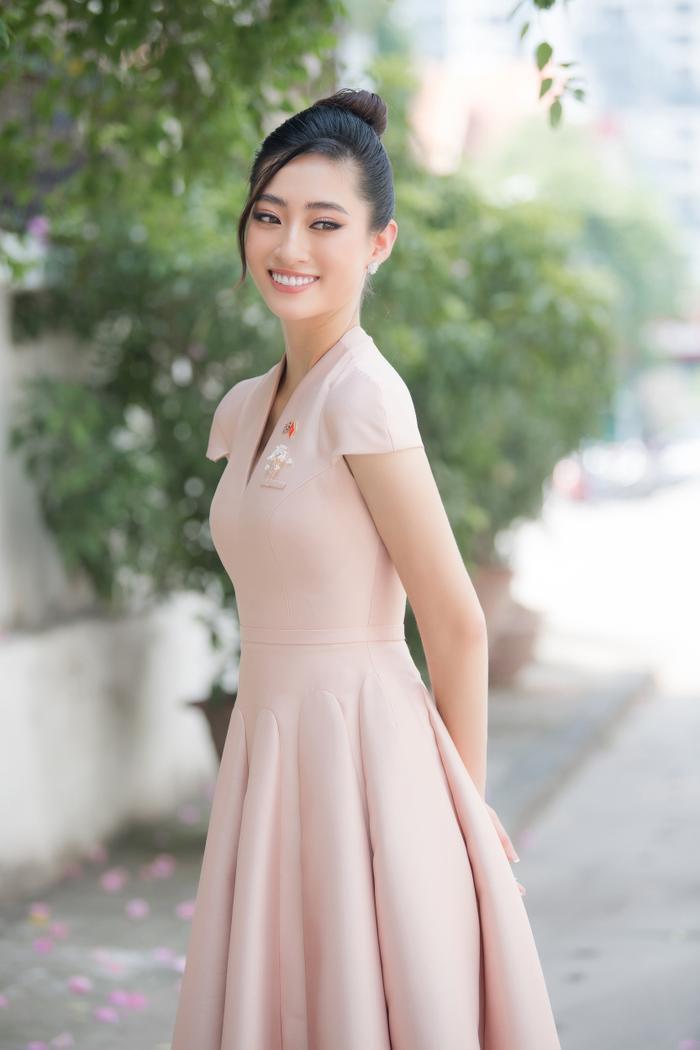 Hoa hậu Lương Thùy Linh đẹp thanh lịch tuyên truyền thông điệp cộng đồng ý nghĩa Ảnh 6
