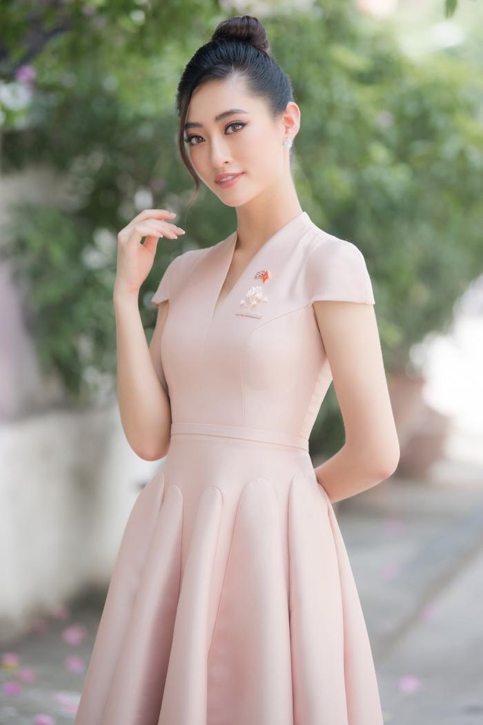 Hoa hậu Lương Thùy Linh đẹp thanh lịch tuyên truyền thông điệp cộng đồng ý nghĩa Ảnh 4