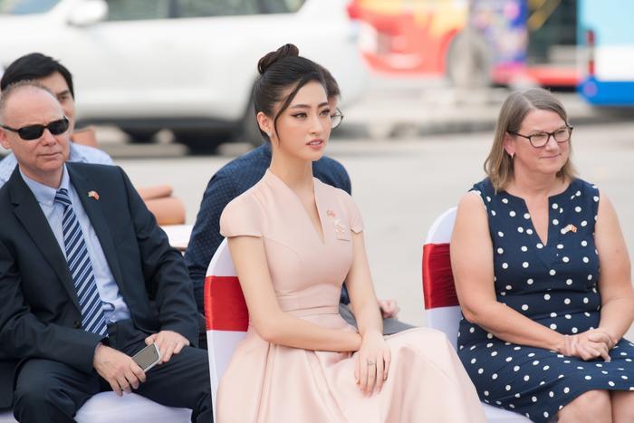 Hoa hậu Lương Thùy Linh đẹp thanh lịch tuyên truyền thông điệp cộng đồng ý nghĩa Ảnh 2