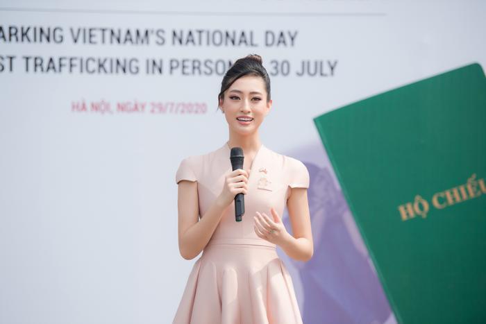 Hoa hậu Lương Thùy Linh đẹp thanh lịch tuyên truyền thông điệp cộng đồng ý nghĩa Ảnh 3