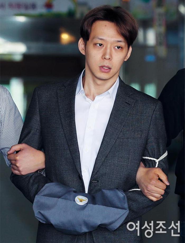 'Thánh lật mặt' bị Knet ghét cay ghét đắng, từ Goo Hye Sun đến Park Yoo Chun: Chuẩn bị comeback khi từng to miệng tuyên bố giải nghệ! Ảnh 4