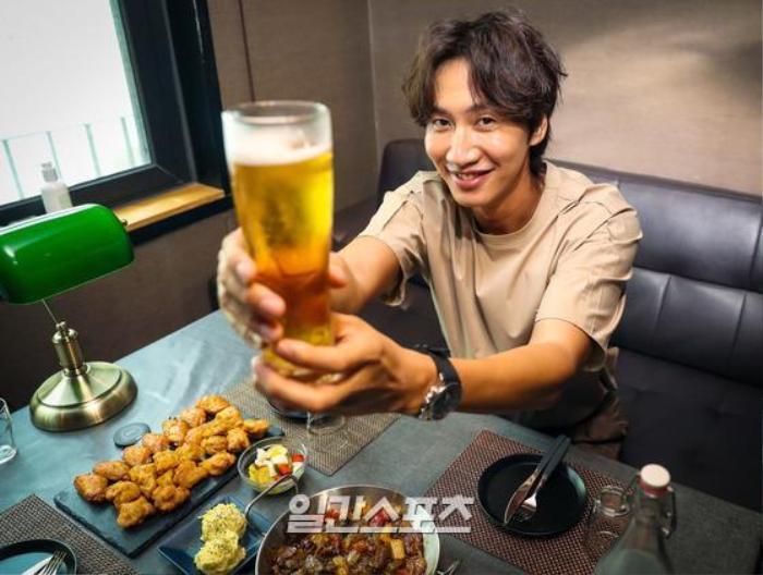 Lee Kwang Soo làm rõ tin lục đục nội bộ 'Running Man', vẫn đang yêu say đắm Lee Sun Bin Ảnh 14