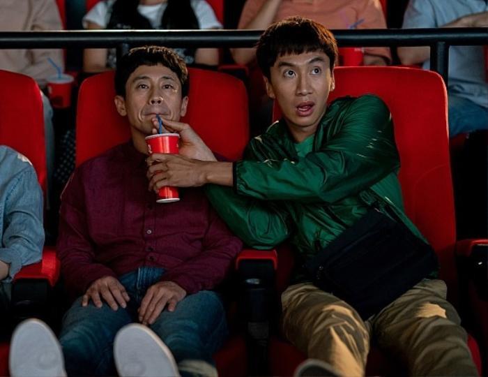 Lee Kwang Soo làm rõ tin lục đục nội bộ 'Running Man', vẫn đang yêu say đắm Lee Sun Bin Ảnh 2