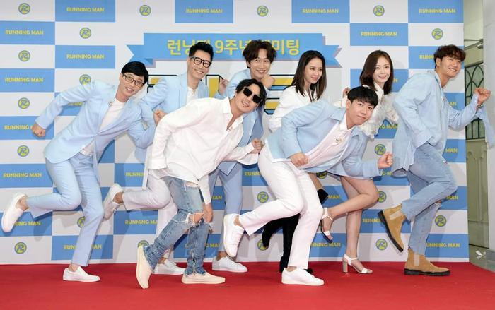 Lee Kwang Soo làm rõ tin lục đục nội bộ 'Running Man', vẫn đang yêu say đắm Lee Sun Bin Ảnh 9