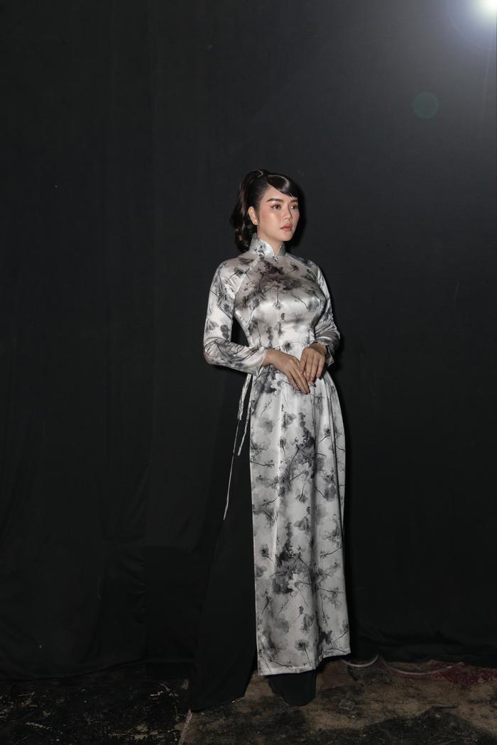 Lý Nhã Kỳ diện áo dài hóa Cô ba Sài Gòn đẹp nao lòng cả thế gian Ảnh 4