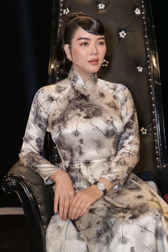 Lý Nhã Kỳ diện áo dài hóa Cô ba Sài Gòn đẹp nao lòng cả thế gian Ảnh 7
