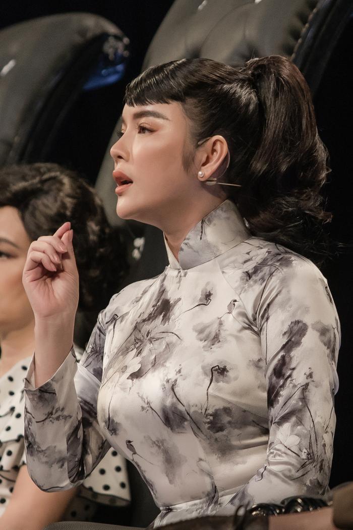 Lý Nhã Kỳ diện áo dài hóa Cô ba Sài Gòn đẹp nao lòng cả thế gian Ảnh 9